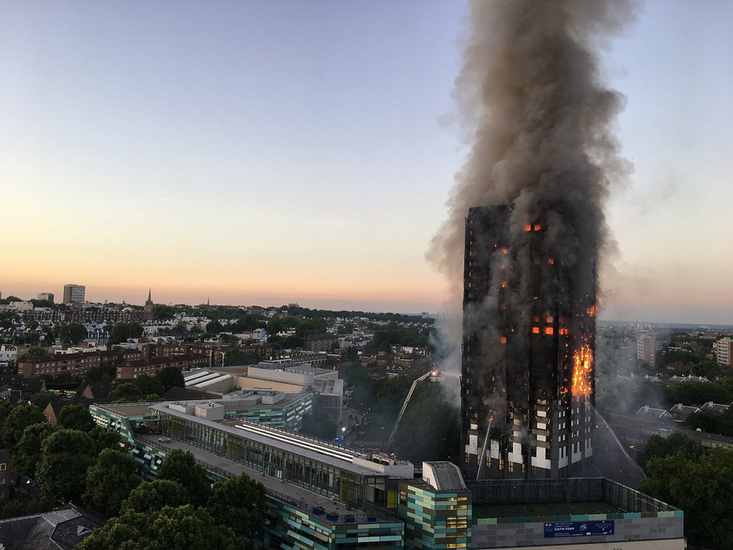 1200px-Grenfell_Tower_fire_(wider_view)